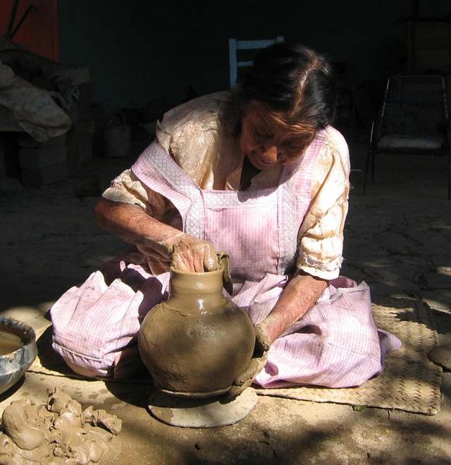 Black_pottery_18