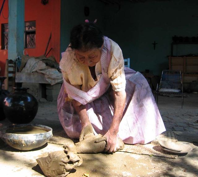 Black_pottery_3